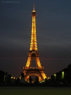 Eiffel_tower_at_night_2